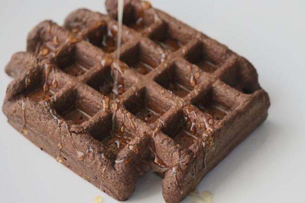 waffle saudavel de alfarroba