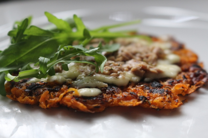 pizza_fit_sem_farinha_batata_doce_joanabanana_raparigamoderna_fitness_portugal_receitasfit_musculaçao_atum_agua_frigideira_saudavel_videos