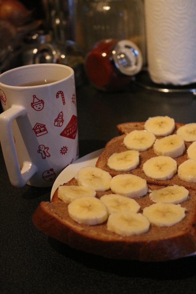 Protein Bread + Banana + Chá Camomila