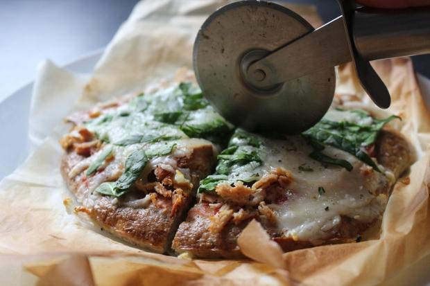 pizza_saudavel_fitness_aveia_ovos_receitas_fit_cascas_de_psilio_psyllium_husks_raparigamoderna_joana_banana_bbl_blog_portugal_ginasio_mulher_dieta (33)