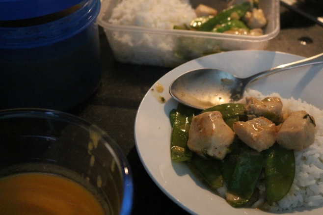 Ervilhas, frango e arroz + sopa de batata doce e coco
